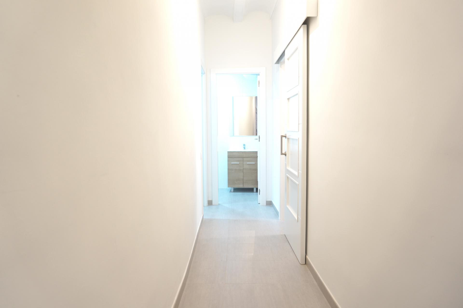 Piso en alquiler barcelona ciutat vella regomir ample - Amueblar piso completo barcelona ...