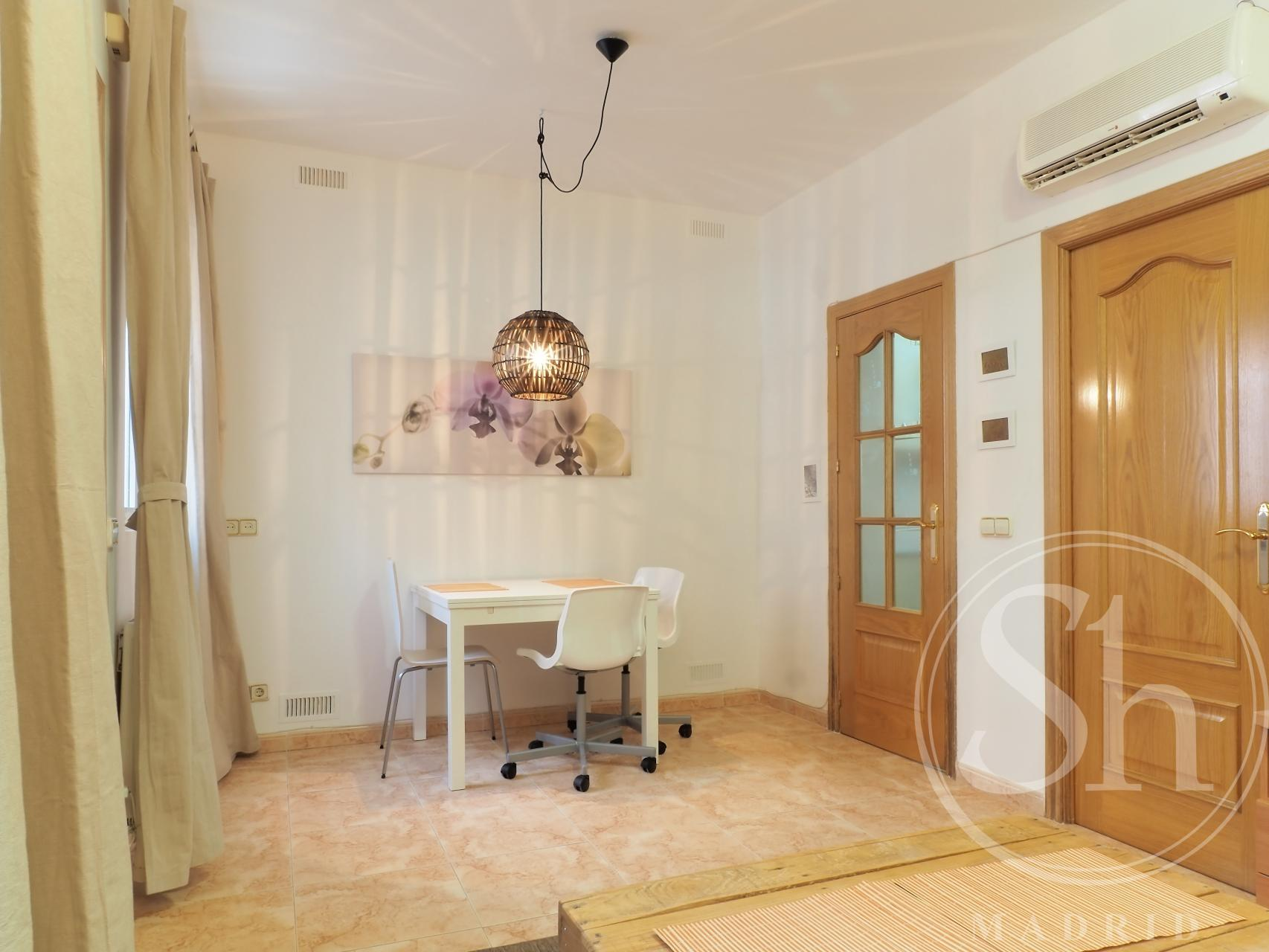 Apartment for Rent in Madrid Cuevas - Tetuán