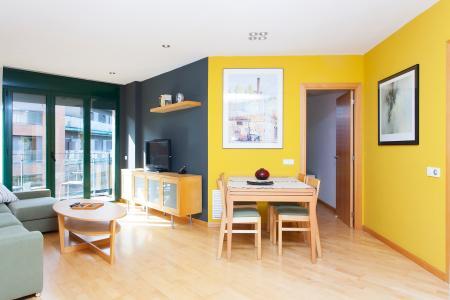 Apartamento de 3 dormitórios, escritório e varanda próximo a praia no Poblenou